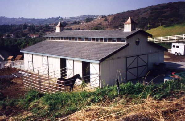 raised-center-aisle-ring-o-steel-horse-barn-with-slate-roof