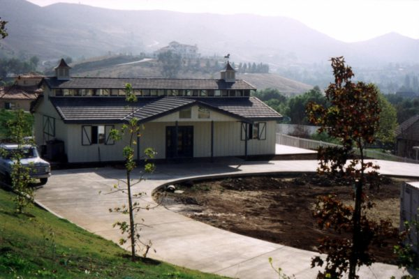 ringosteel-raised-center-aisle-horse-barn-with-gable-side-porch-1